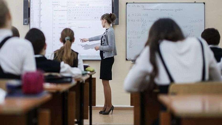 Должностной оклад молодого казахстанского учителя - чуть более 41 тысячи тенге
