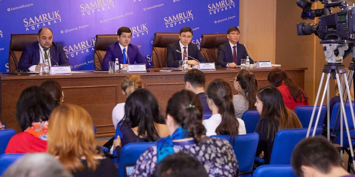 """Пресс-конференция фонда """"Самрук-Казына"""" в Астане. Алишер Пирметов за президиумом второй справа."""