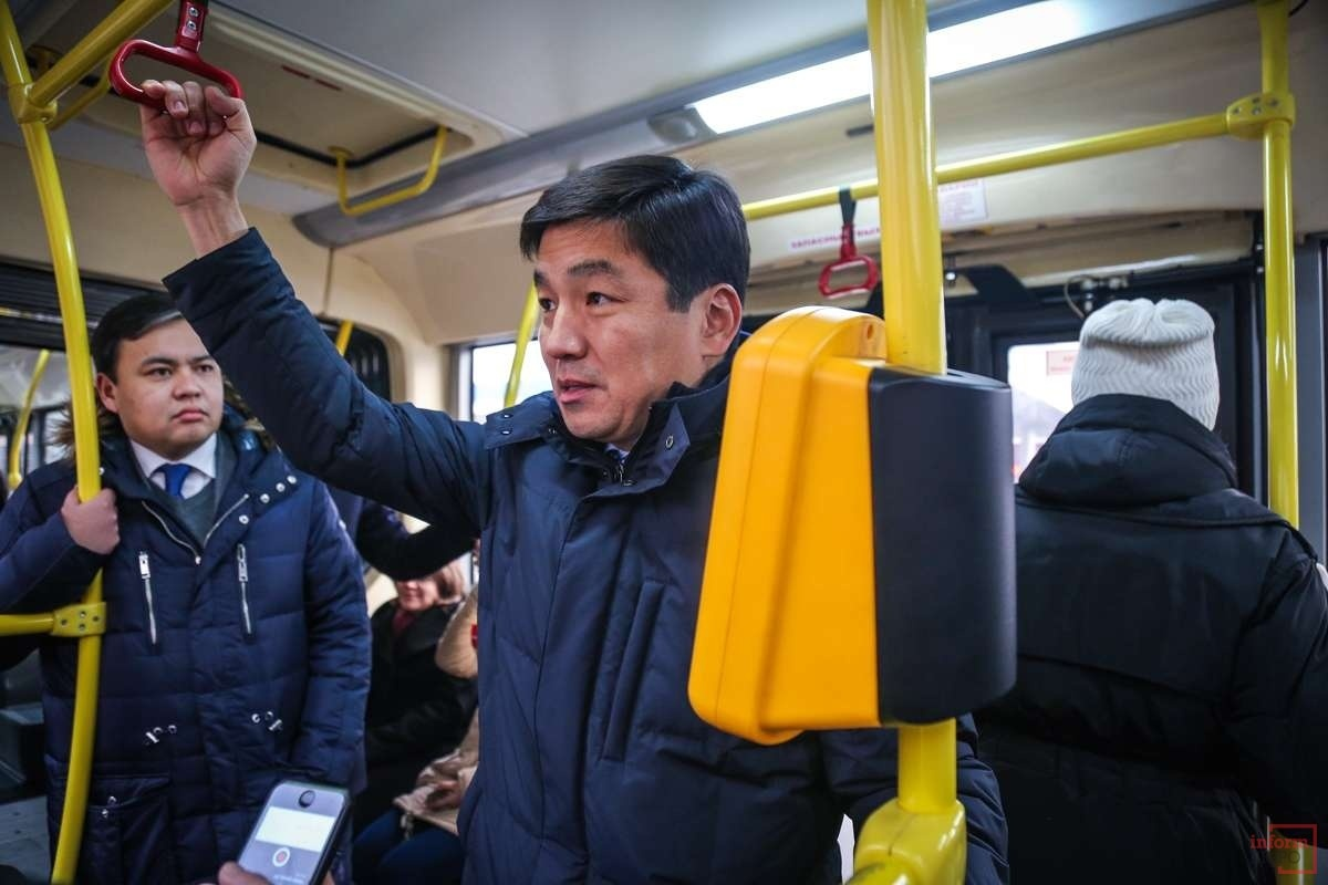 Бауыржан Байбек иногда ездит на автобусах