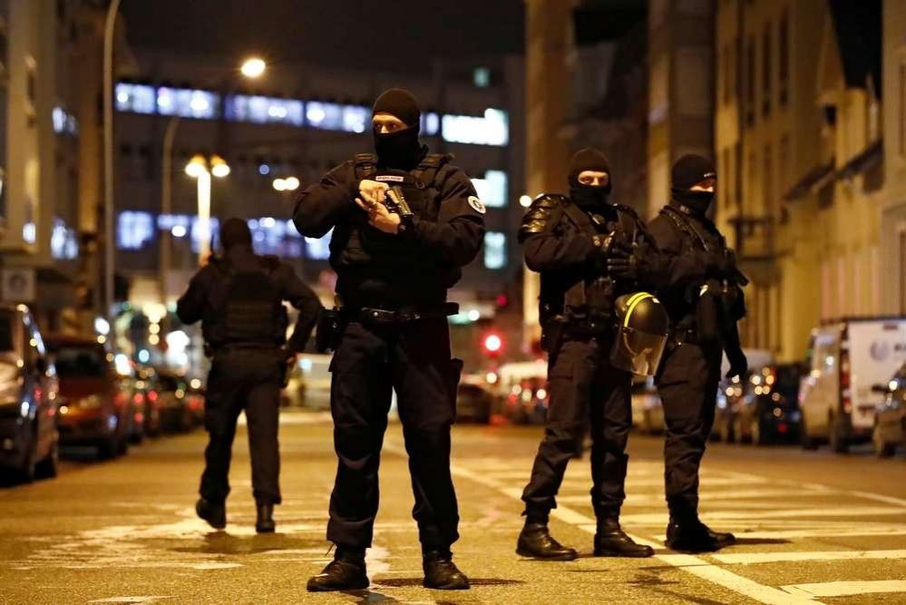 Для поимки подозреваемого были мобилизованы более 700 полицейских