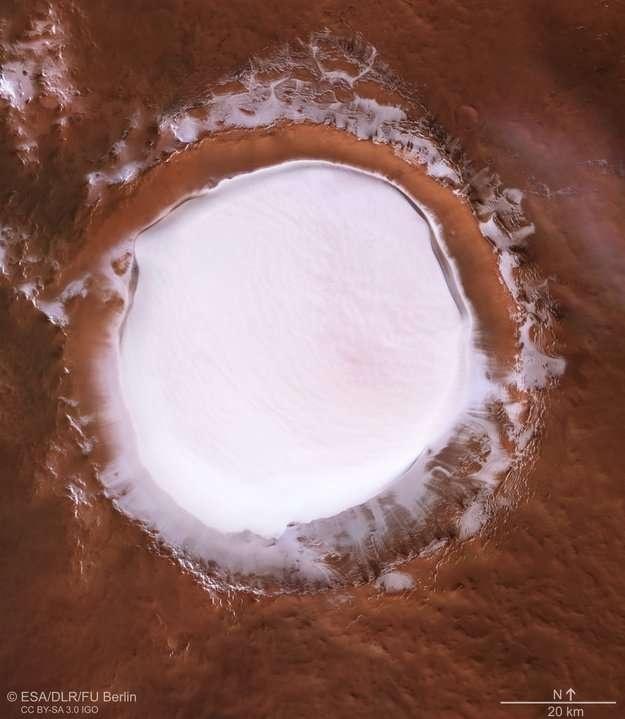 Ледяное озеро сверху