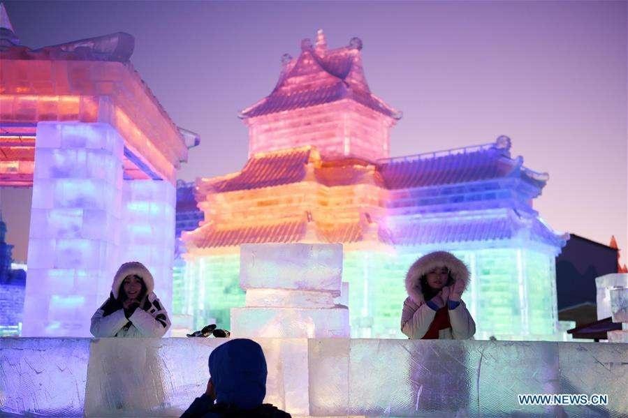 Фестиваль льда и снега в Харбине посещают миллионы туристов в год