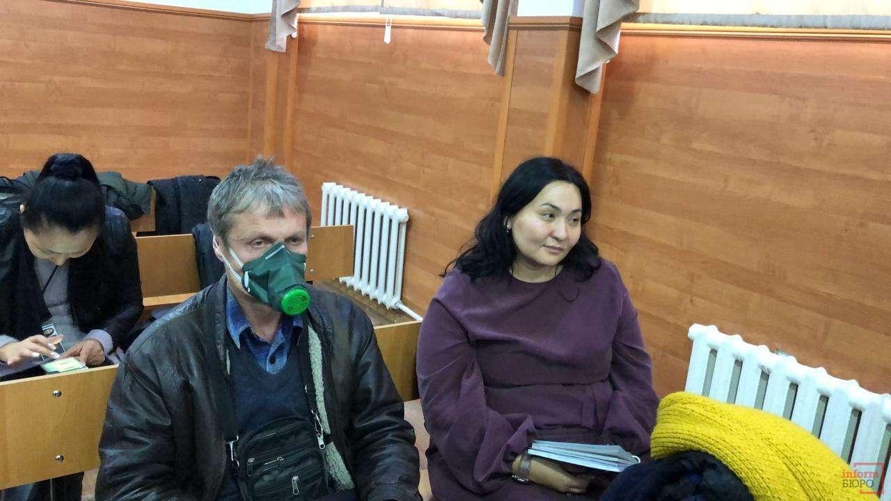 На суде слушатели надели маски