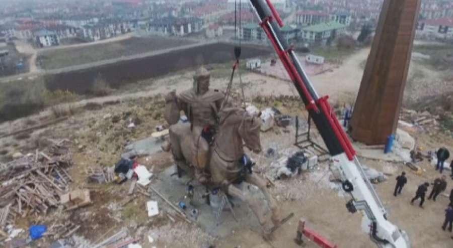Памятник Кероглы в Турции