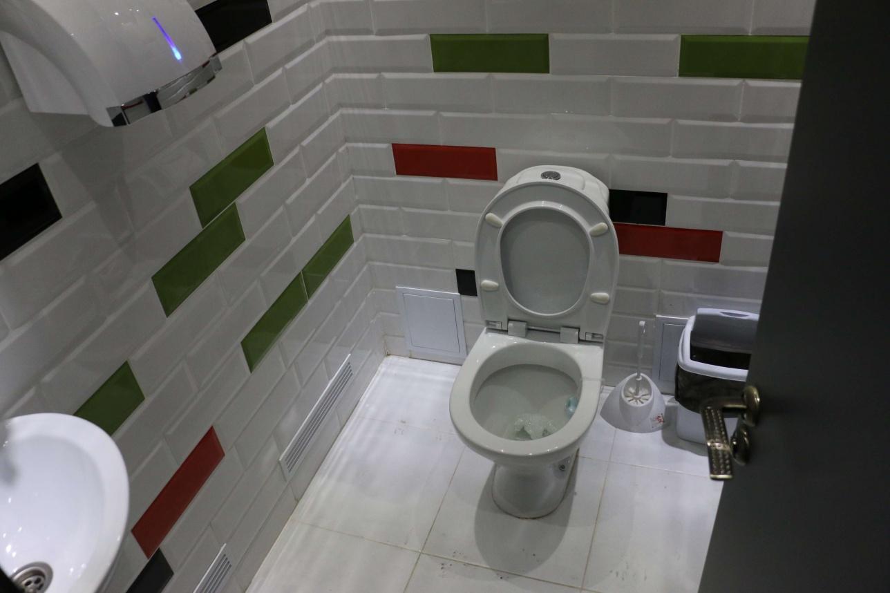 Платный туалет в тёплой остановке за 23 млн тенге