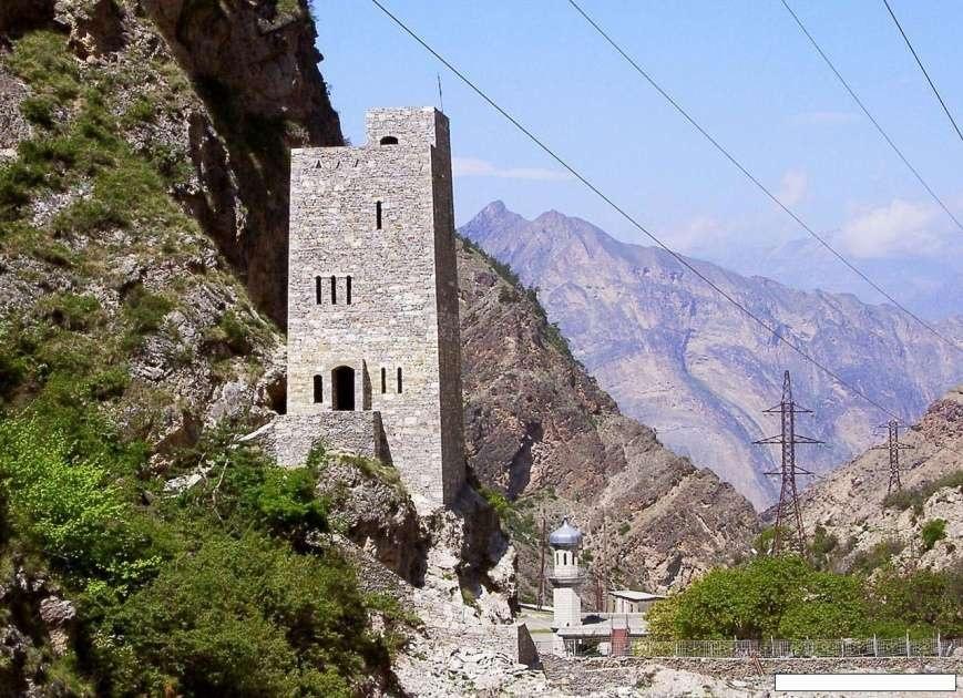 Кавказдағы қалпына келтірілген Ғимра мұнарасы