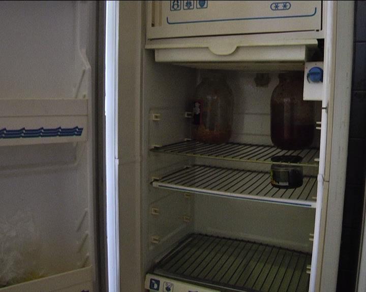 Продукты пришлось убирать из холодильников
