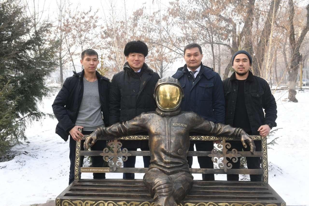 Новый арт-объект, изображающий Гагарина, появился в Алматы