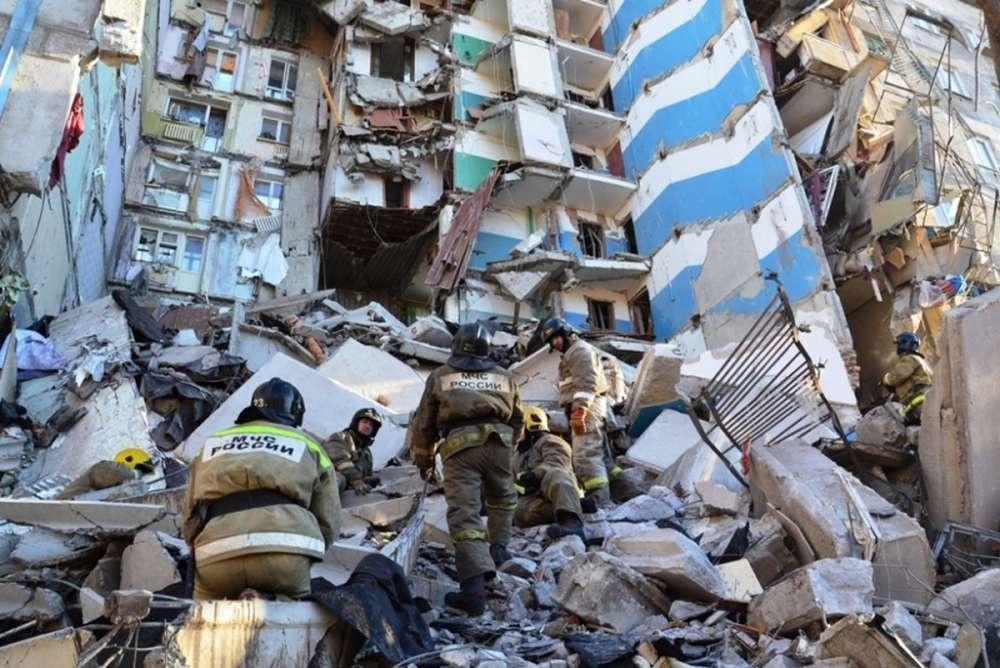 На месте обрушения продолжаются аварийно-спасательные работы