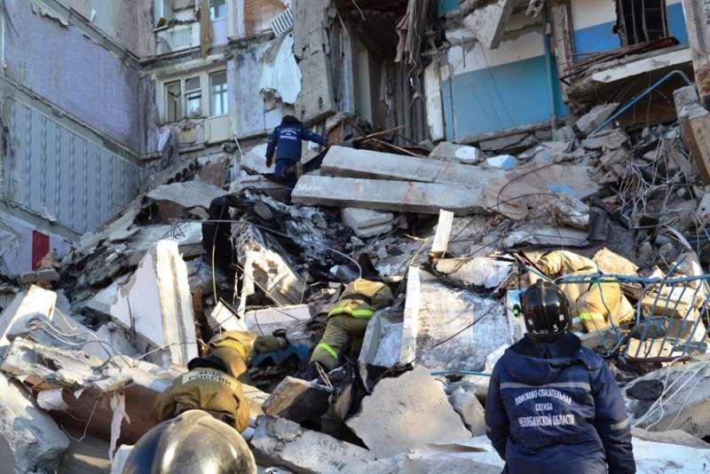 Под завалами могут оставаться 35 человек