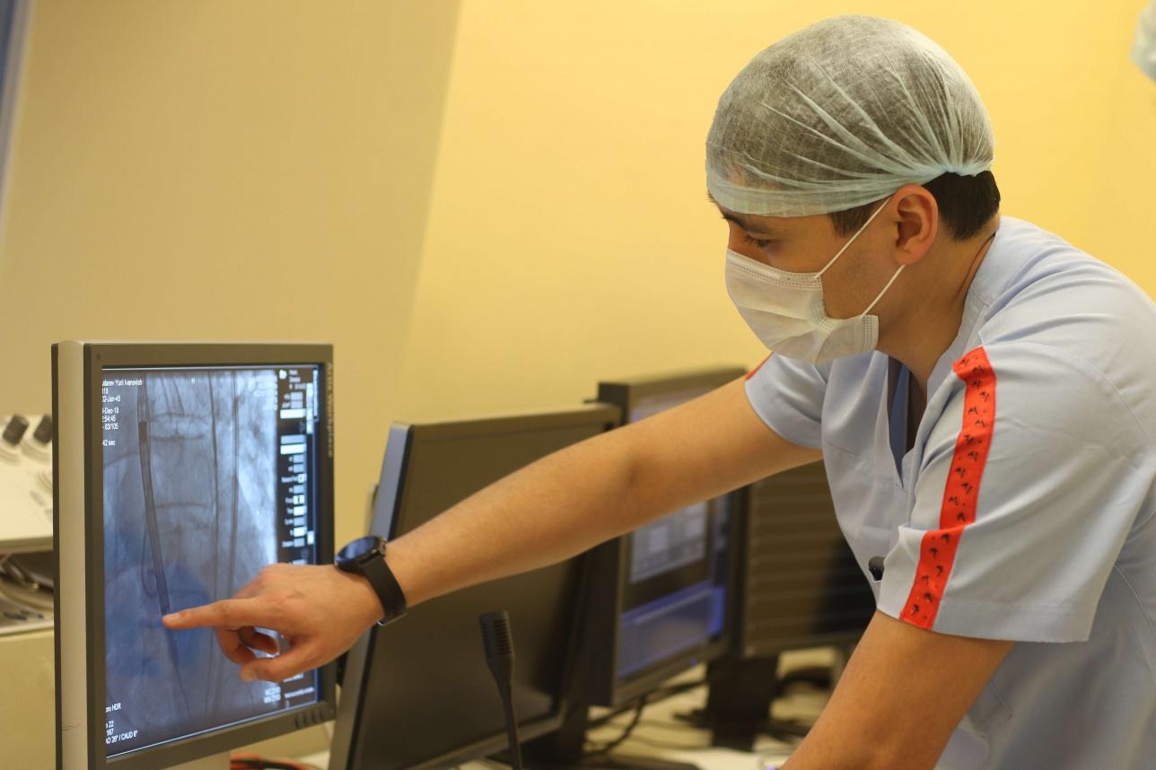 Кардиохирурги Астаны провели восьмую в мире гибридную операцию на сердце
