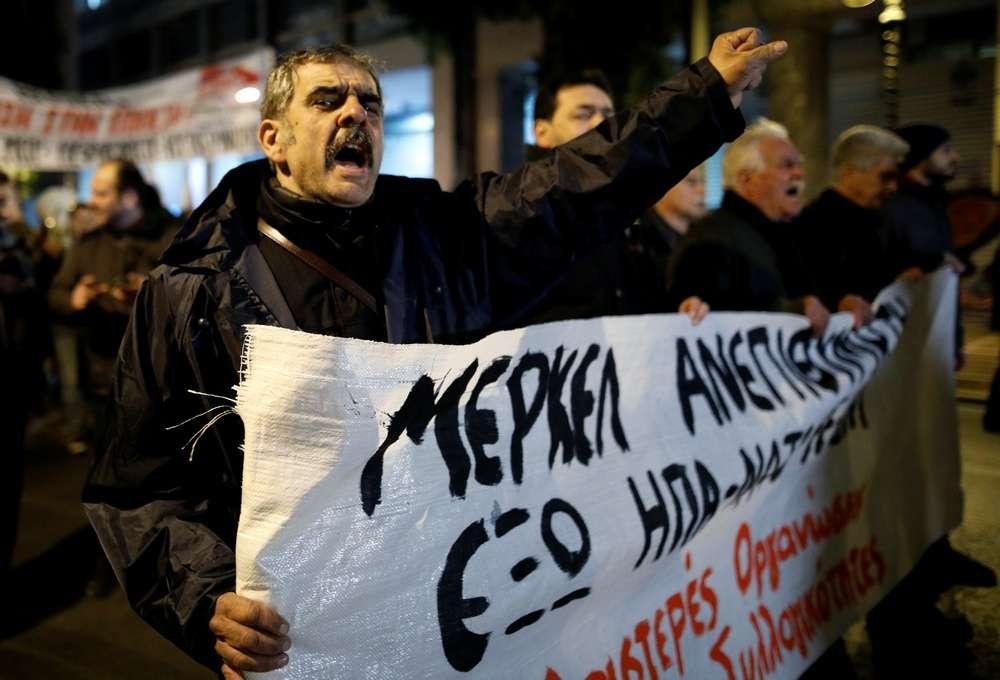Демонстранты не подчинились запретам властей не выходить на митинги в день приезда Меркель