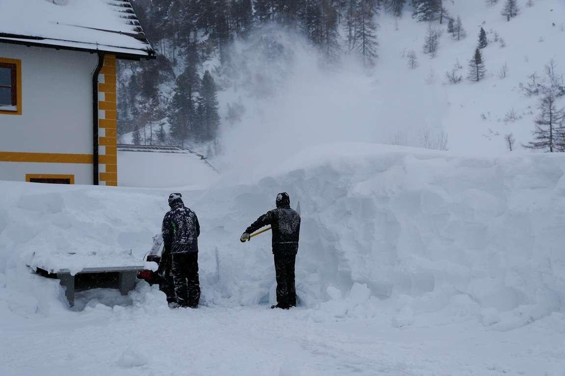 Высота снежного покрова достигает трёх метров