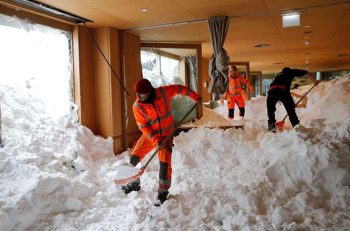 В Альпах лавина сошла на ресторан