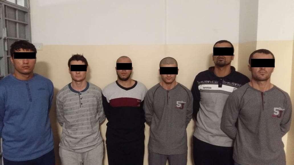 Группа задержанных иностранцев