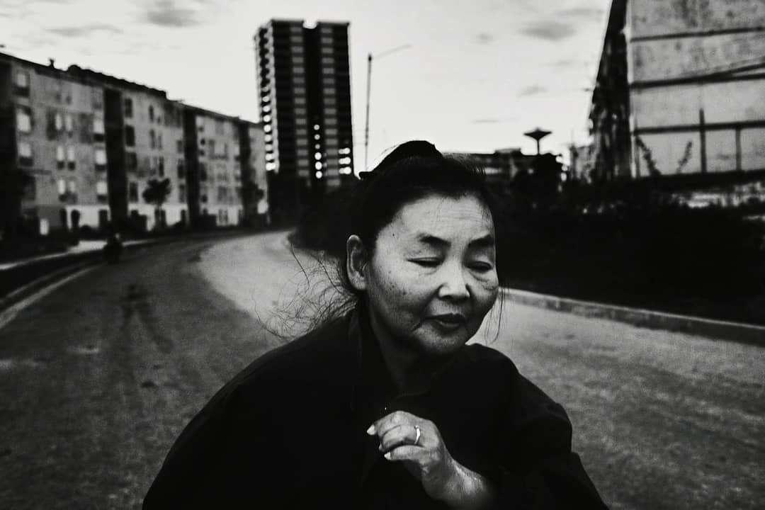 Работа из серии о мигрантке из Казахстана