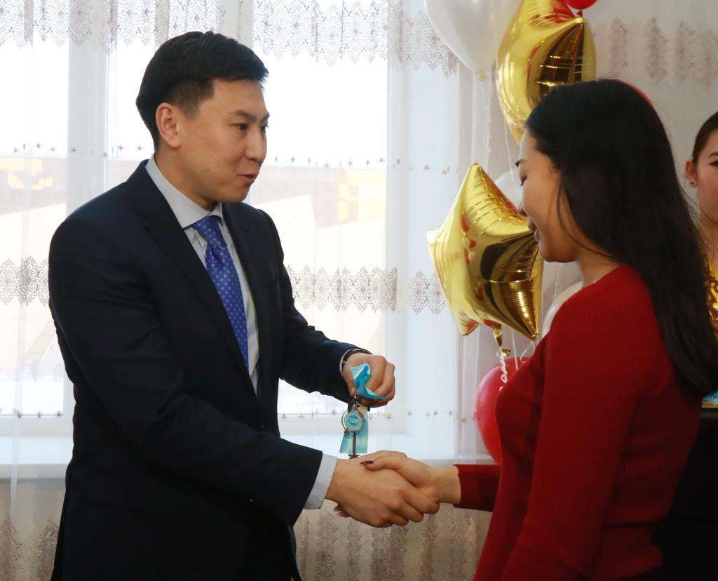Ключи от квартир сиротам вручил аким Павлодара