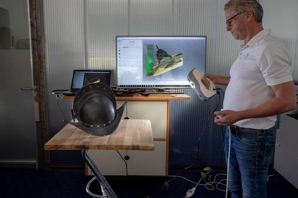 Сканирование металлического шлема