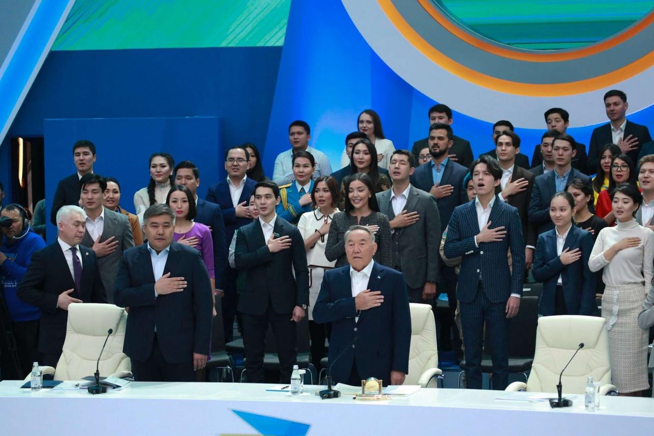 Нурсултан Назарбаев и представители казахстанской молодёжи