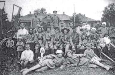 """Кеңес Одағындағы """"Луч света"""" коммунасының мүшелері 1919 жылы"""