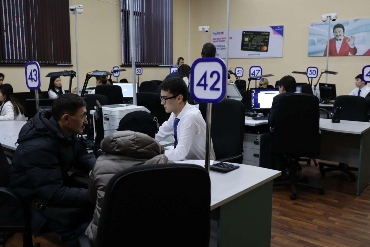 """В В эти выходные """"Евразийский банк"""" будет обслуживать только вкладчиков """"Банка Астаны""""."""