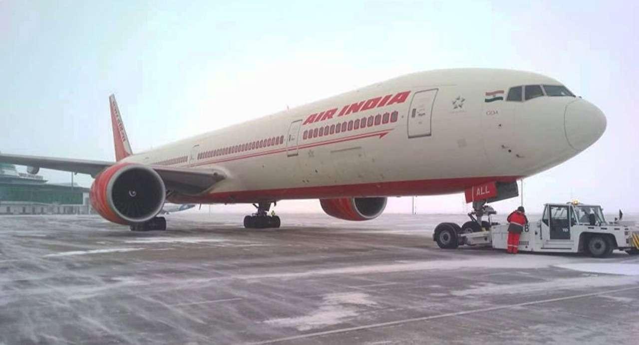 Во время пролёта через территорию Казахстана самолёт объявил международный сигнал срочности