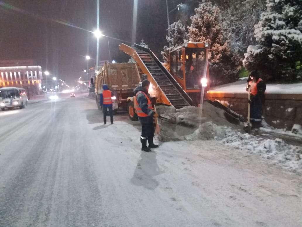 Уборка снега в Алматы