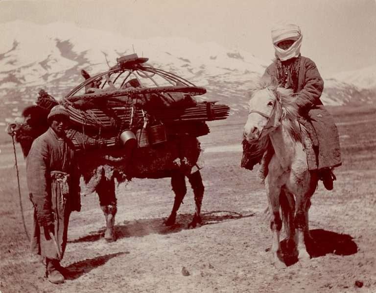 Большевиктердің қысымына төзе алмаған қазақтар Қытай, Ауғанстан және Иран территорияларына ауа көшкен
