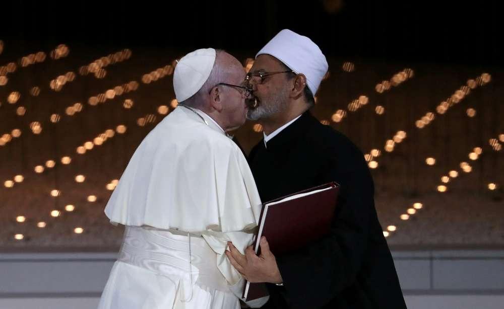 Папа Римский и расцеловались после подписания соглашения о борьбе с терроризмом
