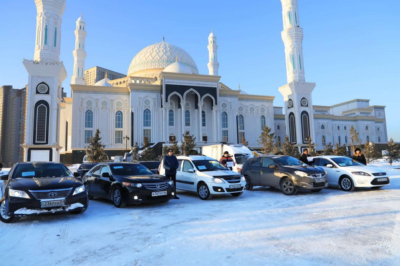 """Прихожане и сотрудники мечети """"Нұр Астана"""" бесплатно подвозят горожан"""