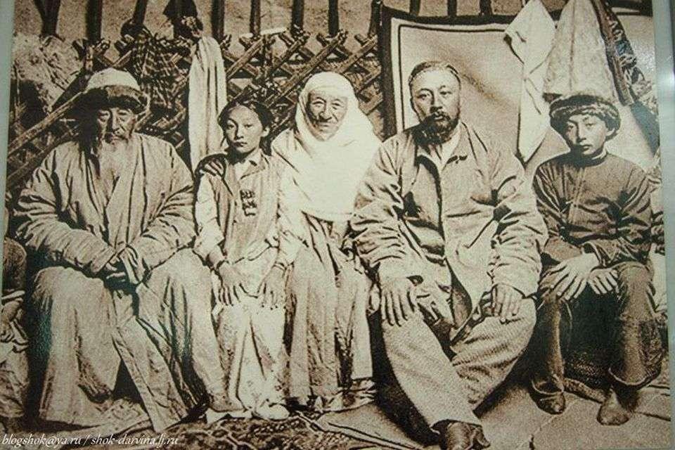 Казахская семья конца 19 - начала 20 веков
