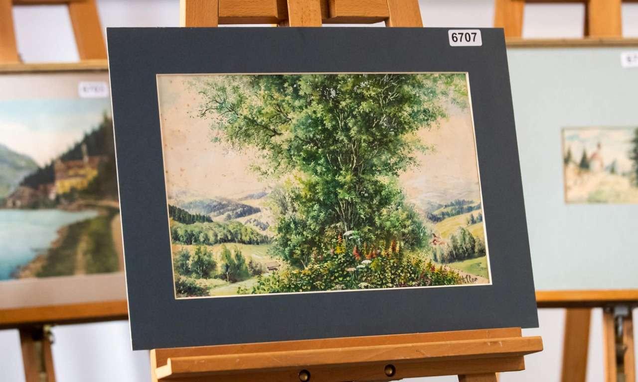 На аукцион было выставлено пять картин