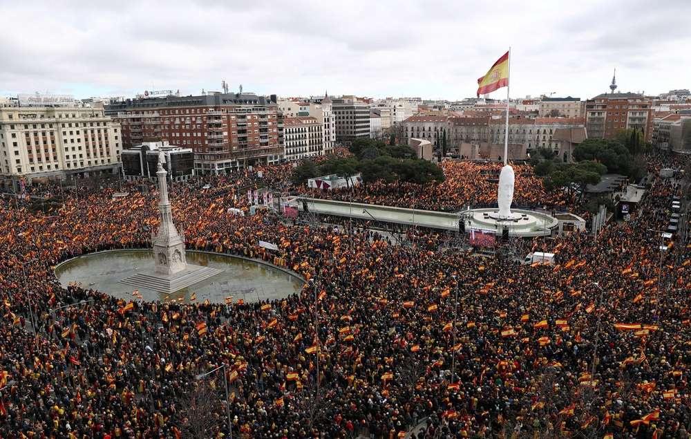 Жители Испании выступили на митинге за единство страны