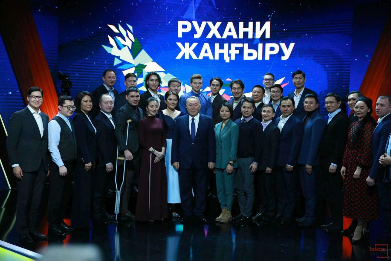 """Победители проекта """"100 новых лиц Казахстана"""" 2018 года с Президентом Казахстана"""