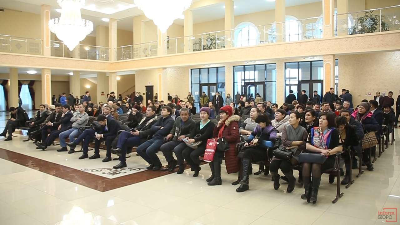 Актюбинцы на отчётной встрече с акимом Сапарбаевым