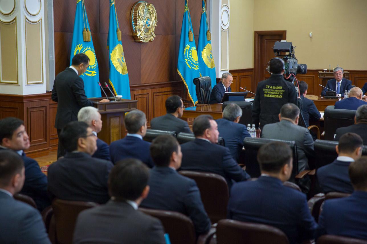 Расширенное заседание Правительства с участием Президента Казахстана Нурсултана Назарбаева. У трибуны с отчётом премьер-министр Бакытжан Сагинтаев