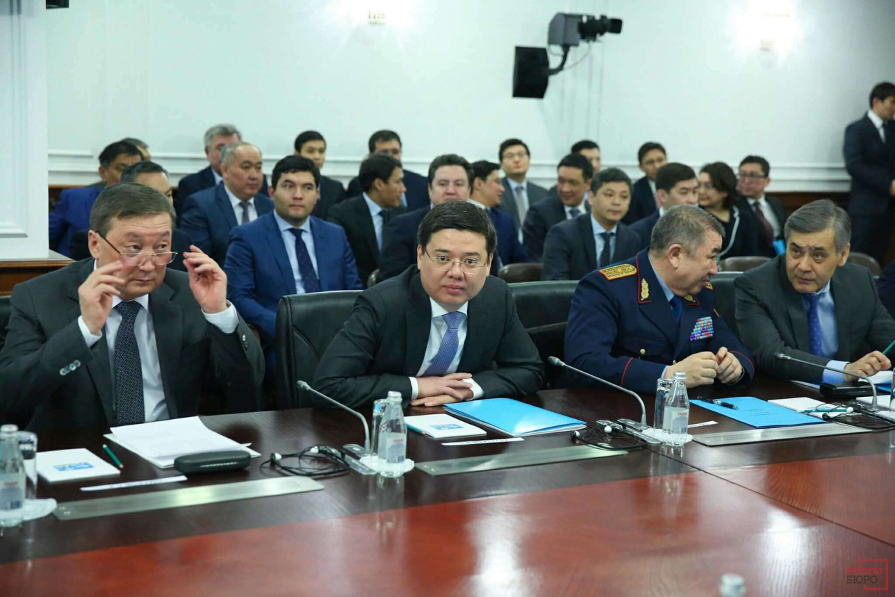 Гшлава МСХ Сапархан Омаров (слева), Марат Бекетаев, Ерлан Тургумбаев