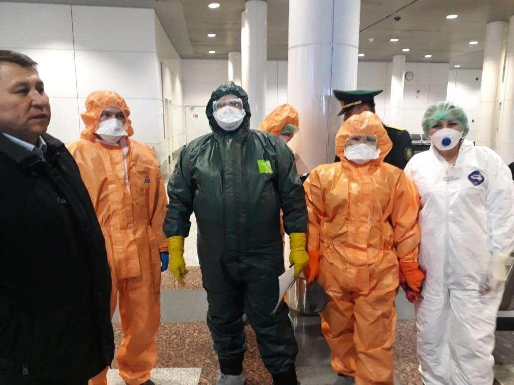 Самолёт из Индии встречали инфекционист, эпидемиологи и группа для дезинфекционной обработки борта