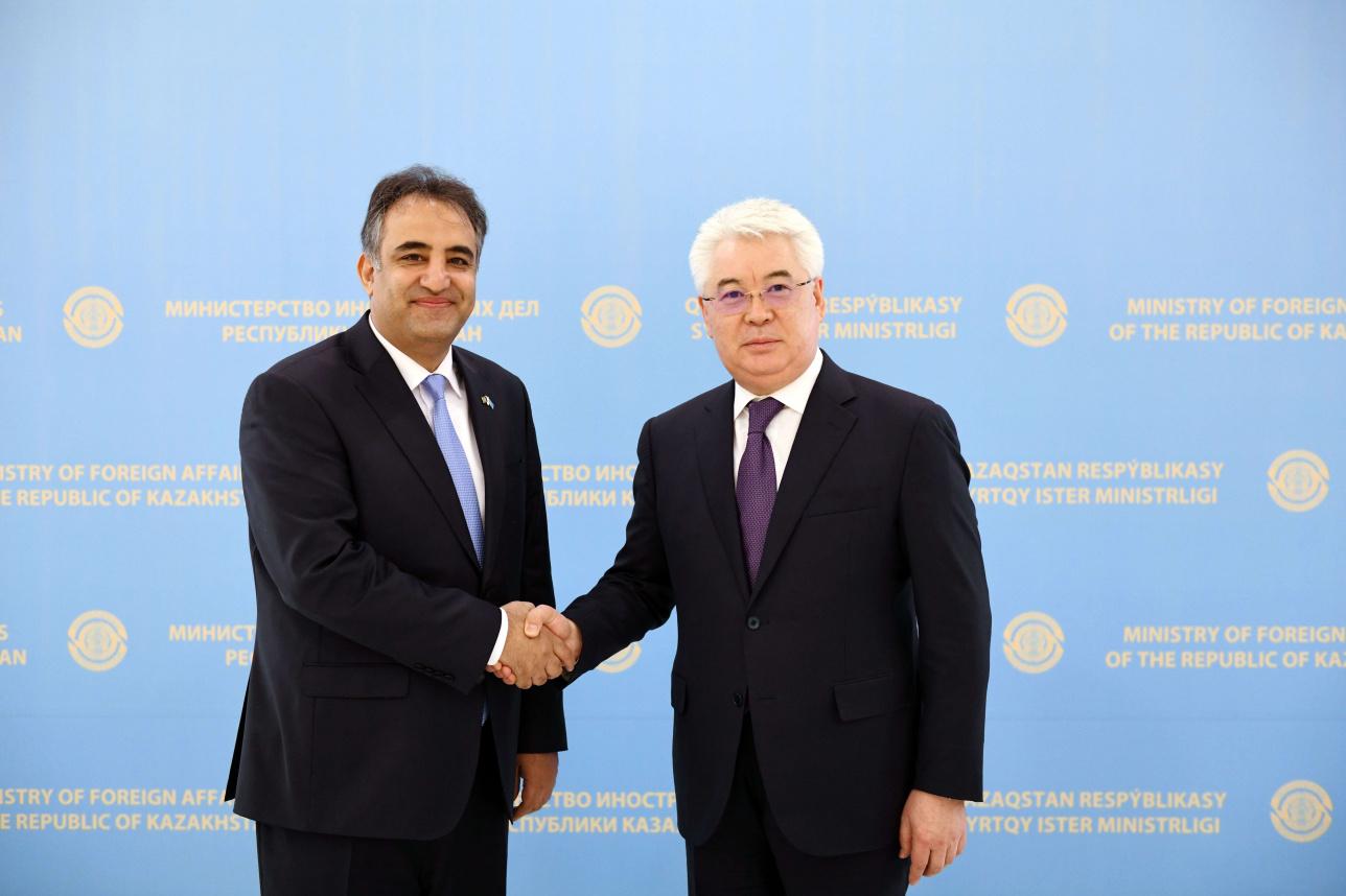 Глава МИД РК Бейбут Атамкулов встретился с послом Афганистана Мохаммадом Фархадом Азими