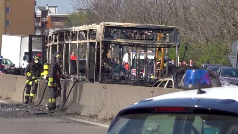 Итальянец сенегальского происхождения захватил автобус с детьми