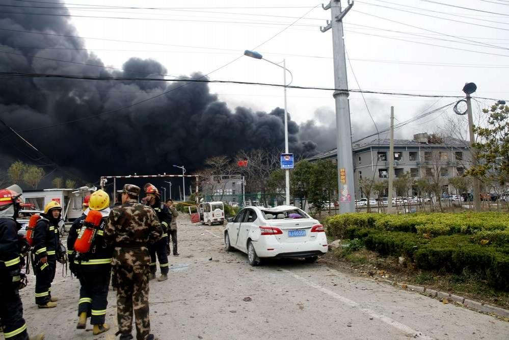 Взрыв с последующим пожаром произошёл на заводе по