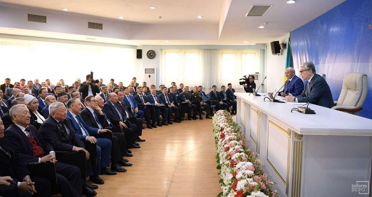 На встрече с общественностью Туркестана