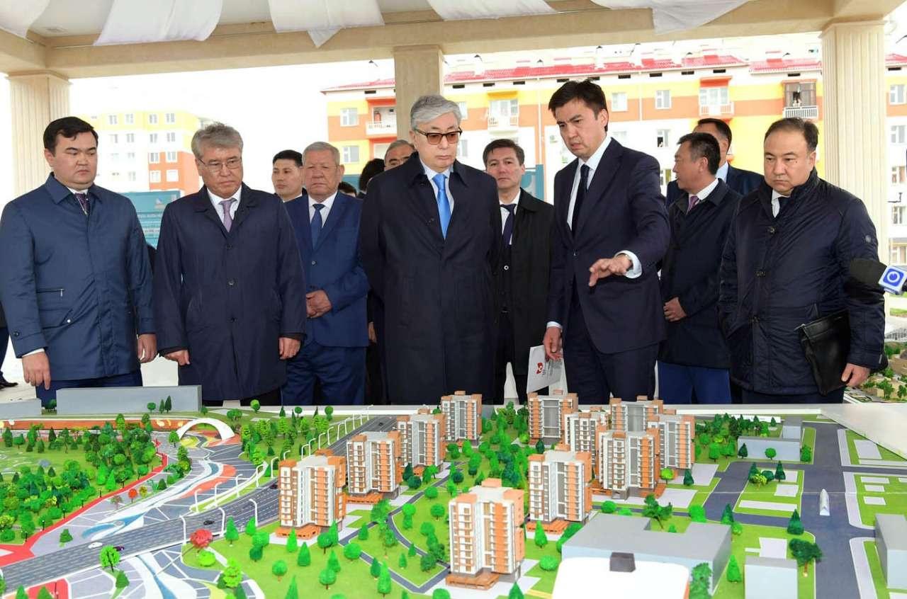 Главе государства показали административно-деловой центр Шымкента