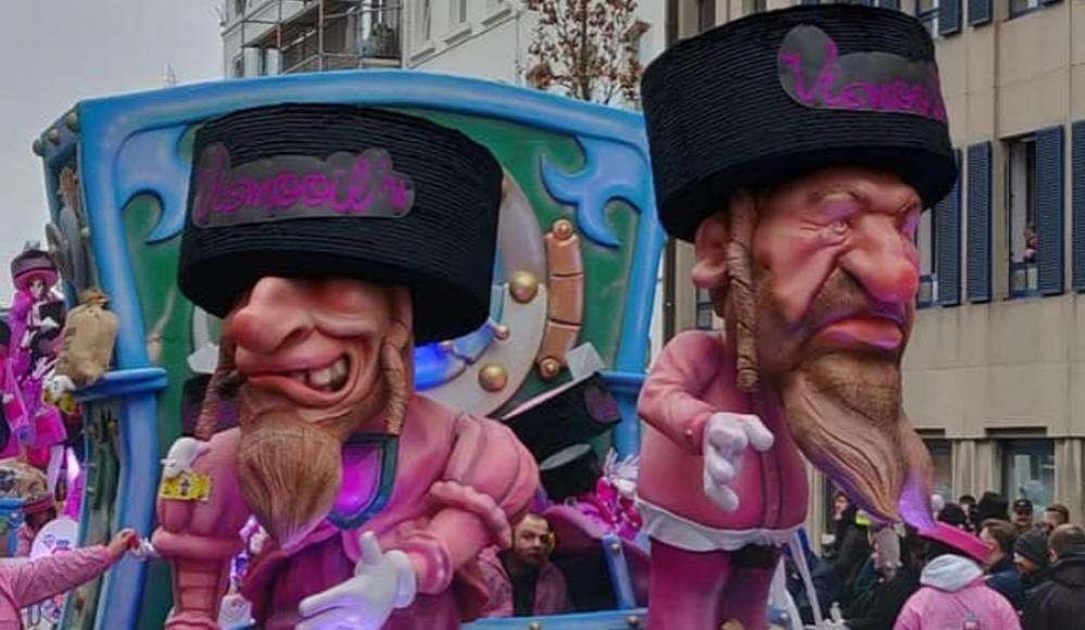 Гигантские куклы, изображающие ортодоксальных евреев