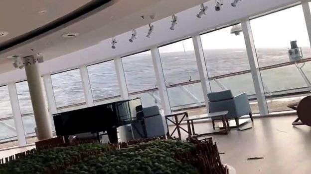 Волны в море достигали 10 метров
