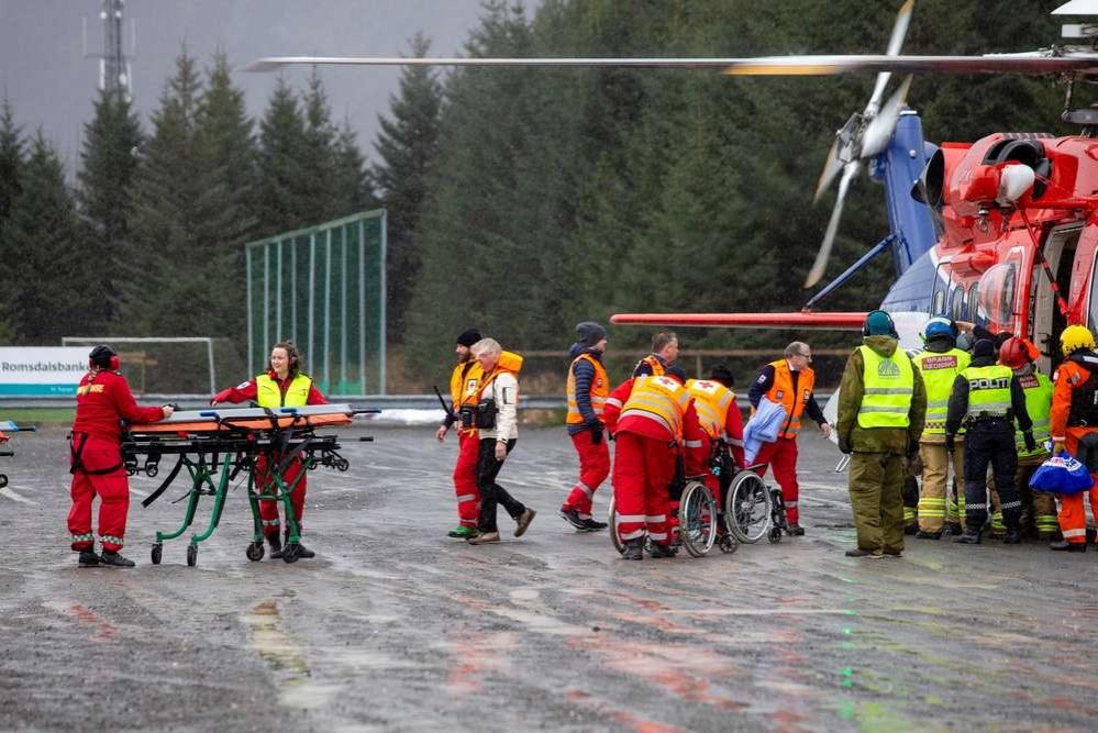 Около 500 пассажиров эвакуировали при помощи вертолётов
