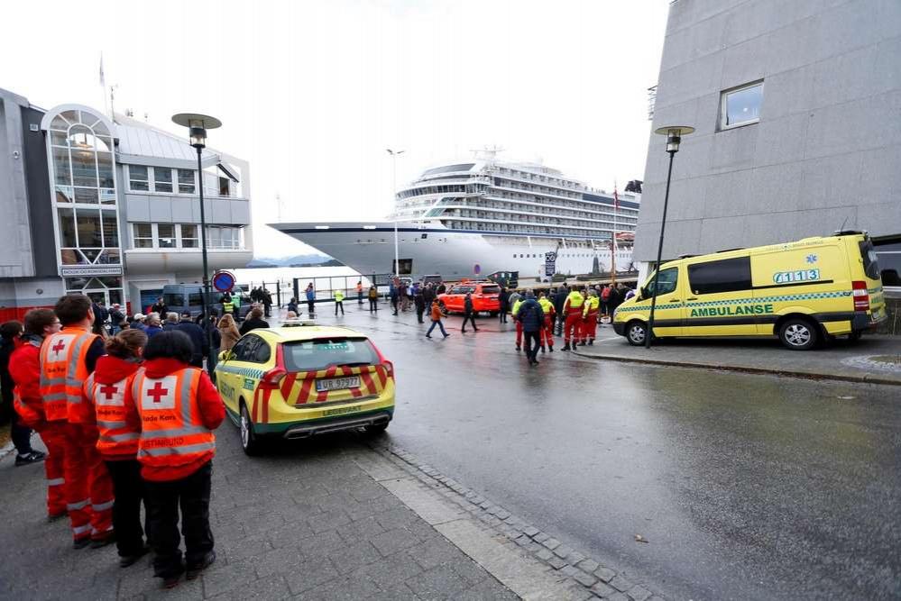 24 марта лайнеру Viking Sky удалось самостоятельно причалить к берегу
