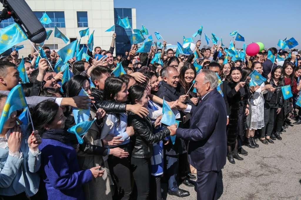 Приветствие Назарбаева в аэропорту Алматы