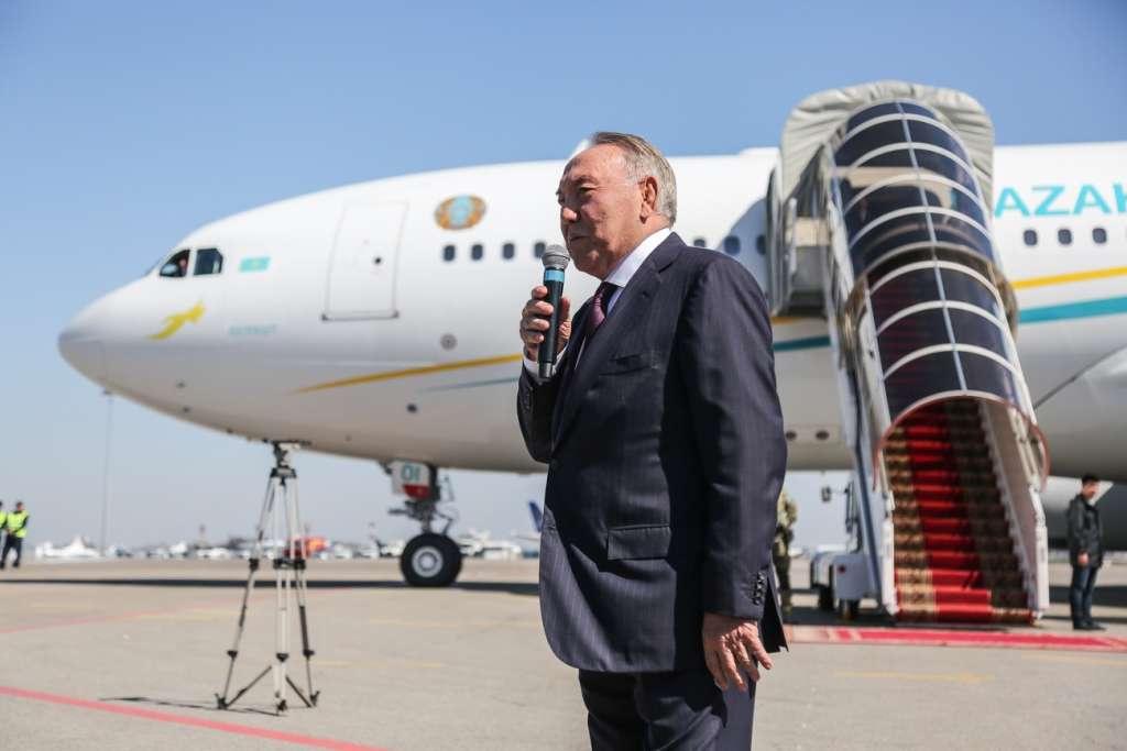 Нурсултан Назарбаев в аэропорту Алматы