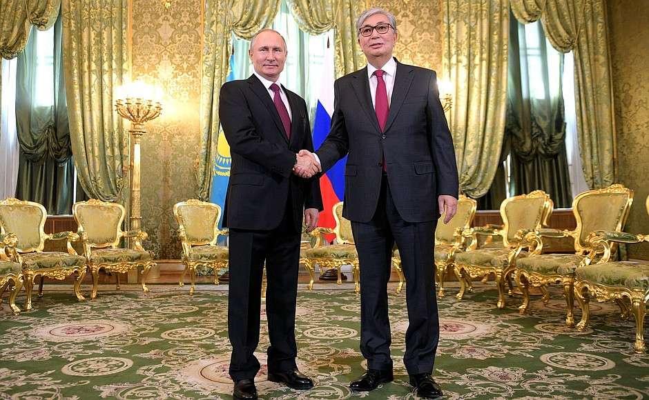 Путин попросил Токаева передать привет Назарбаеву